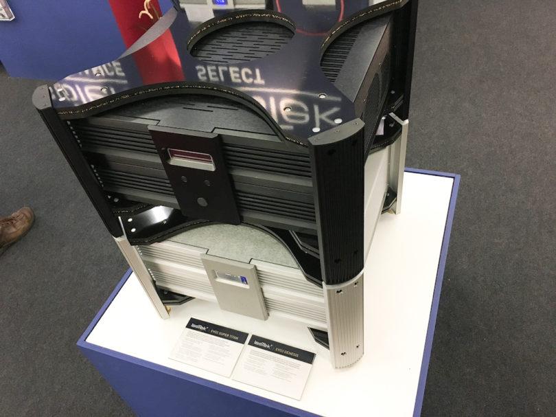 Es geht aber auch noch eine Nummer höher: Der Super Titan ist die leistungsstärkste Stromversorgung für High End-Audiosysteme der Welt. Er stellt kurzfristige Leistungsspitzen von bis zu 35.500 Watt bereit und sorgt mit ausgeklügelten Filternetzwerken für eine absolut störungsfreie Energiezufuhr.