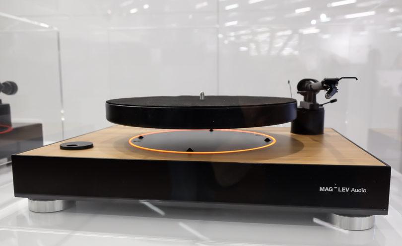 Er sorgte für ungläubiges Staunen: Beim halbautomatischen MAG-LEV Audio schwebt der Plattenteller in der Luft. Ein Magnetfeld sorrgt für die magische Levitation (Preis: voraussichtlich um 750 Euro).