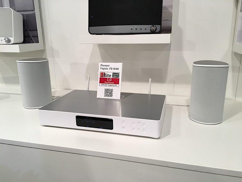 So geht Multiroom: Pioneer präsentiert sein von uns bereits getestetes FAYOLA-Musiksystem: Die flache Multiroom-Zentrale besticht durch ihr hochwertiges Design, intuitive Bedienung und maximale Flexibilität – mit allen Audio- und Videoquellen, in allen Räumen.