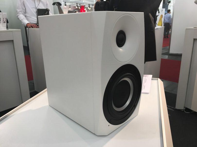 Spannendes Projekt: Als Spezialistin für besondere Hörsituationen, in denen es auf höchste Klangqualität bei minimal geometrischen Abmessungen ankommt, wurde die Schanks Prisma 2 speziell für das Nahfeld und geringe Hörentfernungen entwickelt.