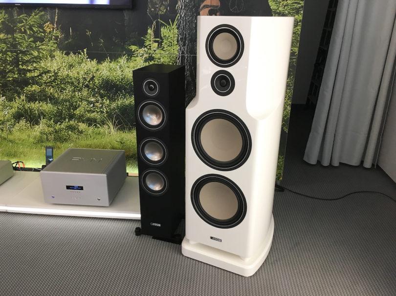 Bei Canton gibt es in diesem Jahr überhaupt viele Produktneuheiten zu entdecken. U.a. die brandneue C 500 Aktiv (links), eine Aktiv-Standbox mit Bluetooth, integriertem Virtual Surround und HDMI-Schnittstelle. Preis: 1200 Euro/Paar!