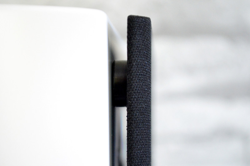 Zum Schutz der Treiber lässt sich die magnetisch haftende Frontabdeckung aufsetzen.