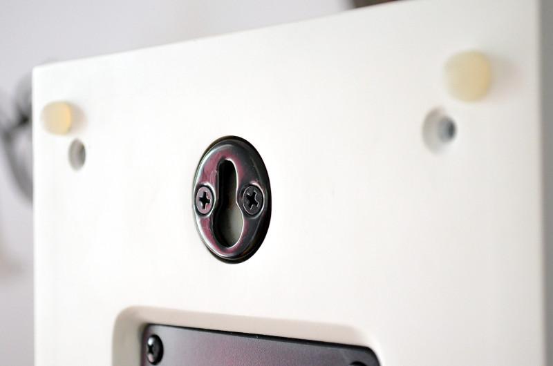 Die einfachste Art der Wandmontage ist natürlich die Schlüssellochaufhängung.