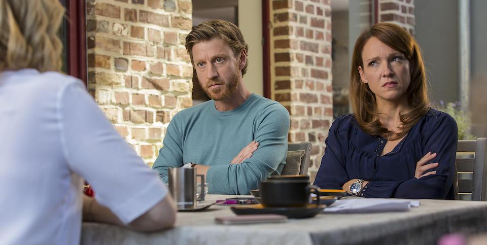 Toni (Carolin Kebekus) und Marc (Maxim Mehmet) wollen sich scheiden lassen. (© EuroVideo Medien GmbH)