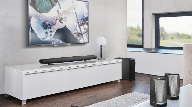 So einfach und komfortabel kann Surround-Sound sein: Denons bietet mit der Heos Bar, dem Heos Subwoofer und zwei Heos 1 inkl. GoPack eine maximal kabellose und damit flexible Heimkinolösung.