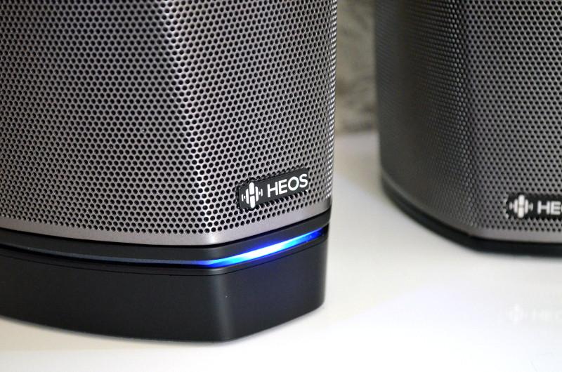 Allen Heos-Lautsprechern gemein ist die dimmbare Status-LED, die gut erkennen lässt, ob die Lautsprecher betriebsbereit sind.