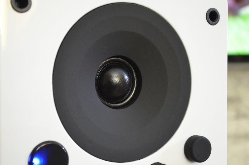 Der Hochtöner sorgt dank DXT-Akustiklinse für ein besonders räumliches Klangbild.