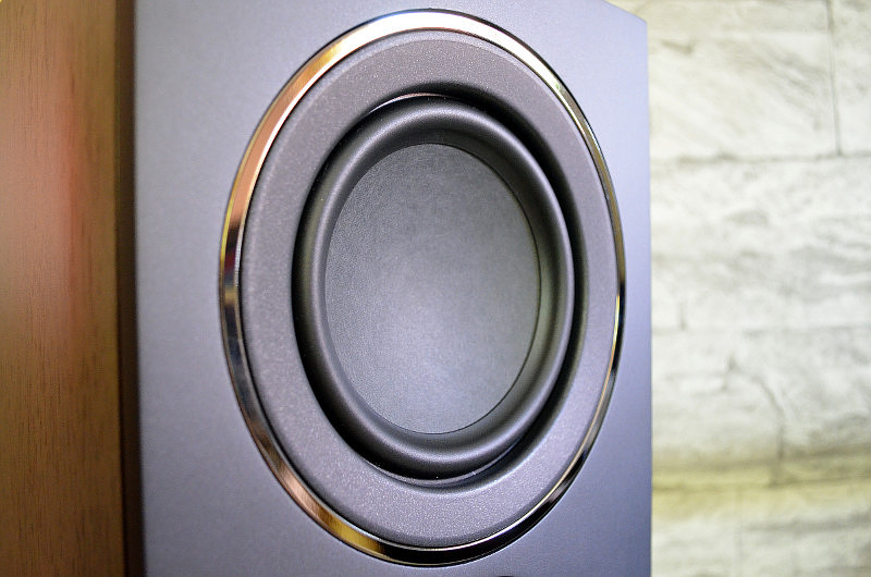 Satter Bass ist mit dem 130-mm-Mitteltieftöner garantiert.