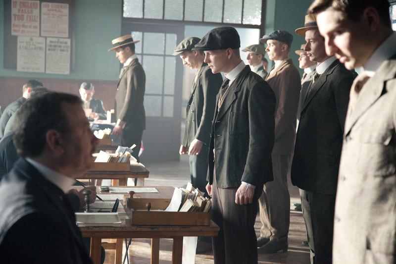 Zu Beginn des Ersten Weltkriegs melden sich viele junge Männer wie der Engländer Thomas Edwards (Patrick Gibson) zum Militärdienst. (© Pandastorm Pictures)