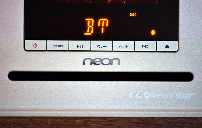 Unterhalb des Displays ist das MTB830D mit Funktionstasten ausgestattet.