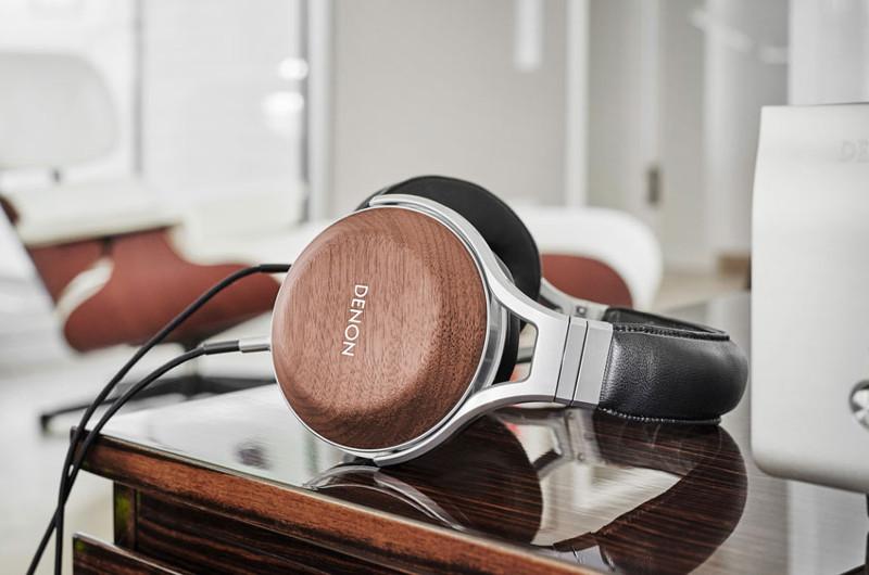 Der Over-Ear-Kopfhörer AH-D7200 von Denon bietet Design, Tragekomfort und Klang auf höchstem Niveau.