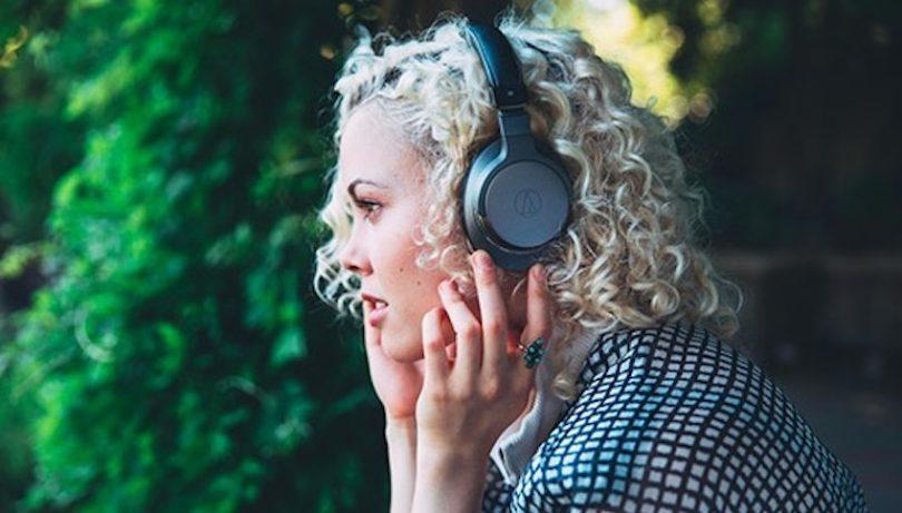 Audio-Technicas neuer, drahtloser Premium-Bluetooth-Kopfhörer ATH-AR5BT kombiniert ein elegantes, leichtes Design mit einer beeindruckenden Audio-Performance – ganz bequem und ohne störende Kabel. Audio-Technicas neuer Premium-Funkkopfhörer ATH-AR5BT war ebenfalls auf der IFA in Berlin zu erleben.