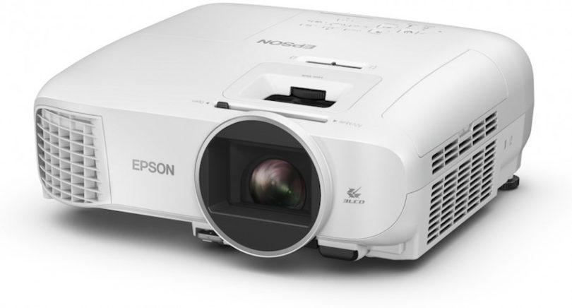 Epson stellt mit seinen Projektoren EH-TW610, EH-TW650, EH-TW5400, EH-TW5600, EH-TW5650, EB-S05, EB-X05, EB-U05, EB-W05 sowie den EB-S41, EB-X41 und EB-W41 ein neues breites Portfolio preisgünstiger Projektoren für den Privatnutzer vor.