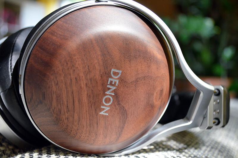 Die Ohrschalen aus Walnuss-Echtholz verkörpern den High-End-Charakter des AH-D7200 perfekt.