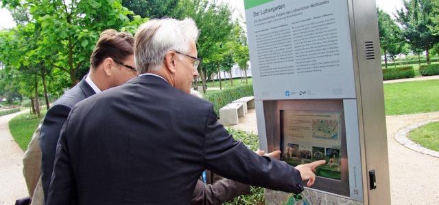 Mit VIONDIS-Outdoorstelen finden Besucher aus aller Welt 'ihren' Luther-Baum