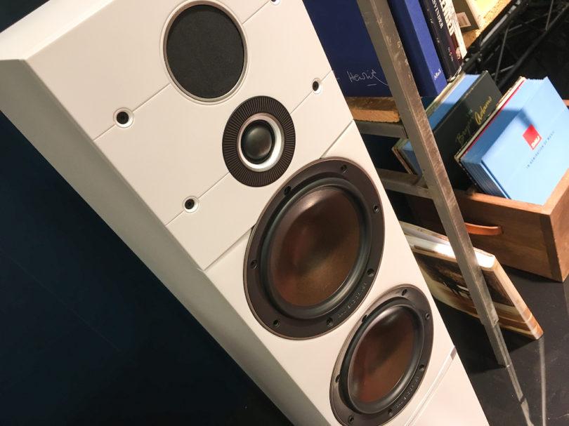 Ein Blick auf die eingesetzte Technik beweist: Hier sind engagierte Lautsprecher-Spezialisten am Werk. Man beachte besonders den Doppel-Hochtöner - eine Spezialität der Dänen.