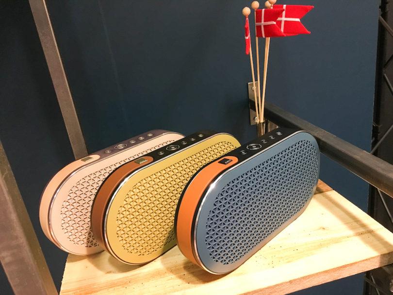 Der Dali Katch gehört nach wie vor zu den bestklingendsten mobilen Bluetooth-Speakern am Markt. Mit Tragegurt und in verschiedenen Farbvarianten lieferbar, gehört er nach wie vor zu unseren Testhighlights.