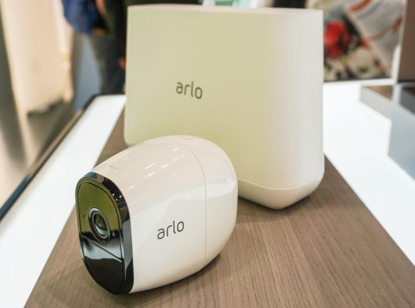 Netgear präsentiert mit der Arlo Pro die erste komplett kabellose, wetterfeste, wiederaufladbare und intelligente HD-Sicherheitskamera mit Audio und einem Kamerawinkel von 130 Grad.