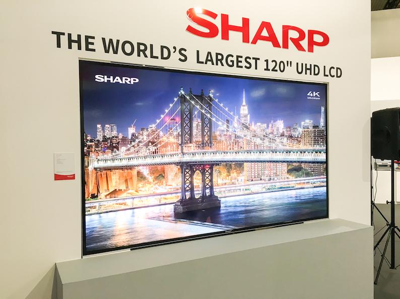 Schlicht PN-H120 heisst der aktuell weltgrößte 4K-TV der Welt. Sharp wäre aber nicht Sharp, wenn man den 120-Zoll-Giganten (3,05 Meter Diagonale) nicht mit bester Technik wie einem Full-LED-Backlight-Pamnel mit Local Dimming, HDR und einem Kontrast (nativ) von 4000:1 ausgestattet hätte.