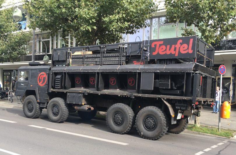 Mit seinem Thundertruck macht Teufel während der Messe Berlin unsicher.