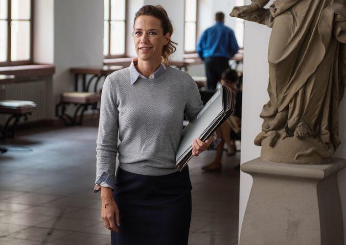 Im Rathaus trifft Stefan zudem auf seine Ex Jenny (Alexandra Neldel). (© Universum Film)