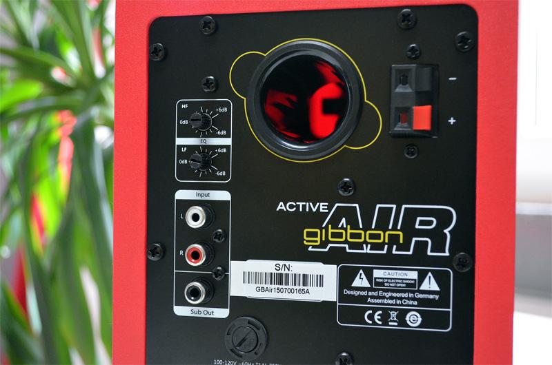 Die Rückseite der aktiven Gibbon Air hält diverse Anschlüsse und Regler bereit.