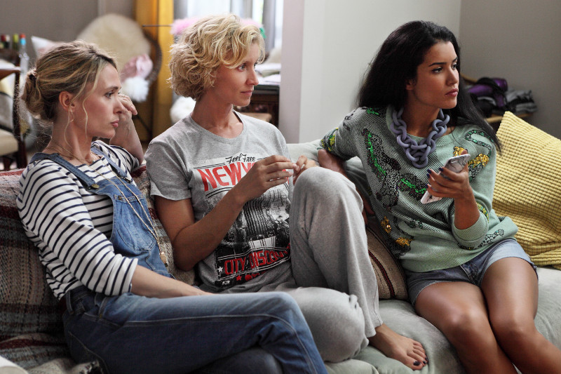 Entscheidungen überlässt Juliette (Alexandra Lamy, Mitte) am liebsten ihrenFreundinnen Joelle (Anne Marivin, l.) und Sonia (Sabrina Ouazani). (© Weltkino/Thibault Grabherr)