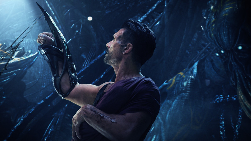 Detective Mark Corley (Frank Grillo) muss den Kampf gegen Aliens aufnehmen. (© Splendid Film)