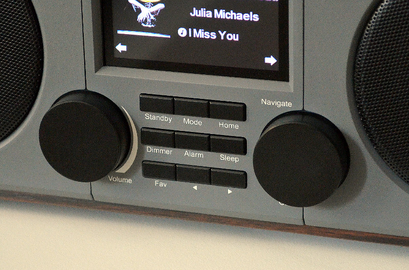 Alternativ zur Steuerung per App lässt sich das DAB 600 IR auch über die Tasten am Gerät selbst bedienen ...
