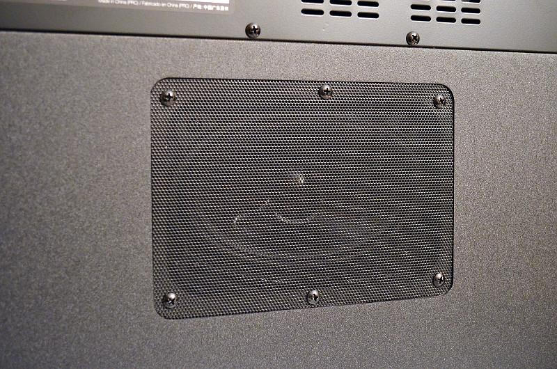 Für ein sattes Klangfundament sorgt der im Gehäuseboden integrierte Tieftöner der M2.