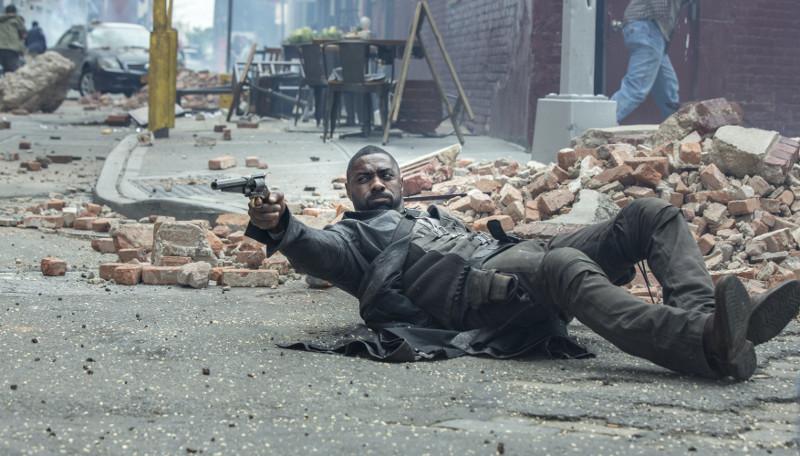 Revolvermann Roland Deschain (Idris Elba) muss den Dunklen Turm vor dem Mann in Schwarz verteidigen. (© Sony Pictures)