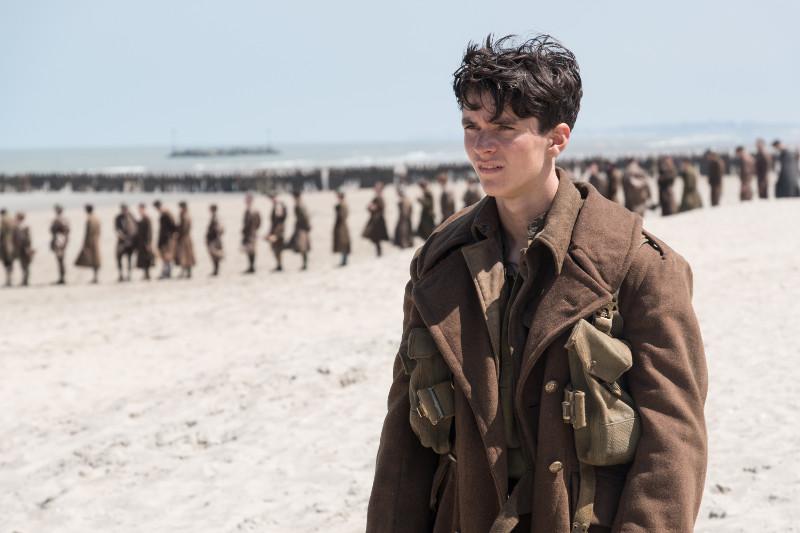Hunderttausende von britischen und alliierten Truppen sind vom Feind am Strand umzingelt. (© Warner Bros)