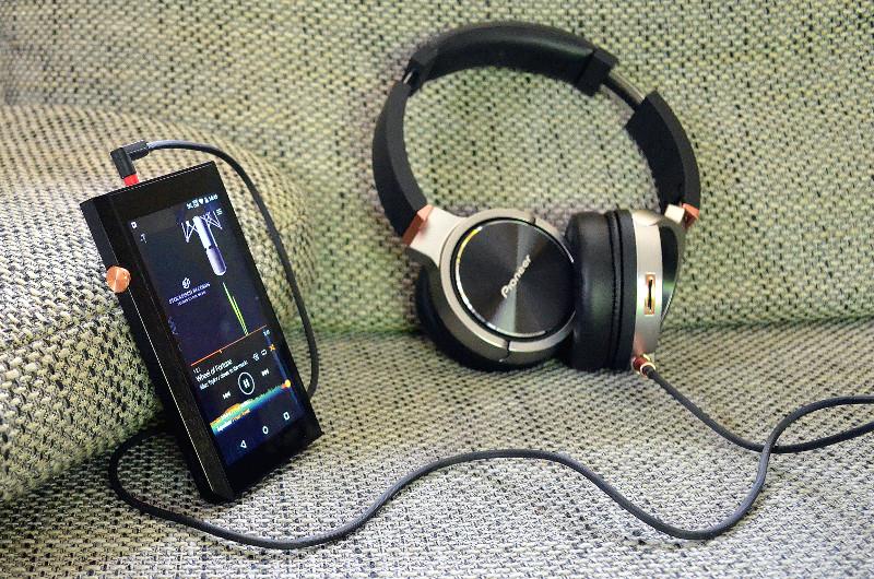 Der HiRes-Mediaplayer XDP-300R ermöglicht auch unterwegs exzellenten HiFi-Genuss.