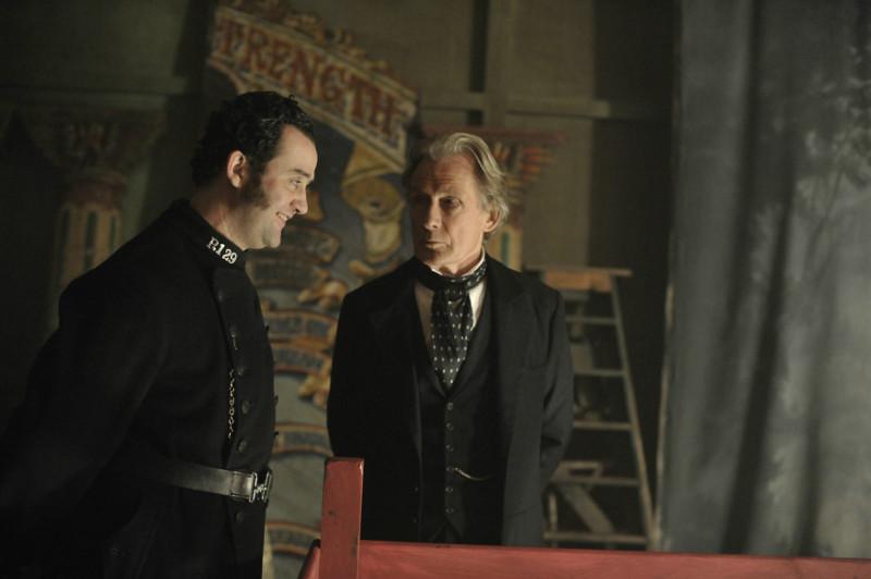 Inspektor John Kildare (Bill Nighy) ermittelt in einer brutalen Mordserie. (© Concorde Home Entertainment)