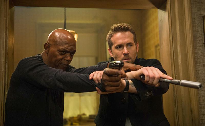 Auftragskiller Darius Kincaid (Samuel L. Jackson) und Bodyguard Michael Bryce (Ryan Reynolds) sind eigentlich Feinde - müssen aber nun gezwungenermaßen zusammenarbeiten. (© EuroVideo)