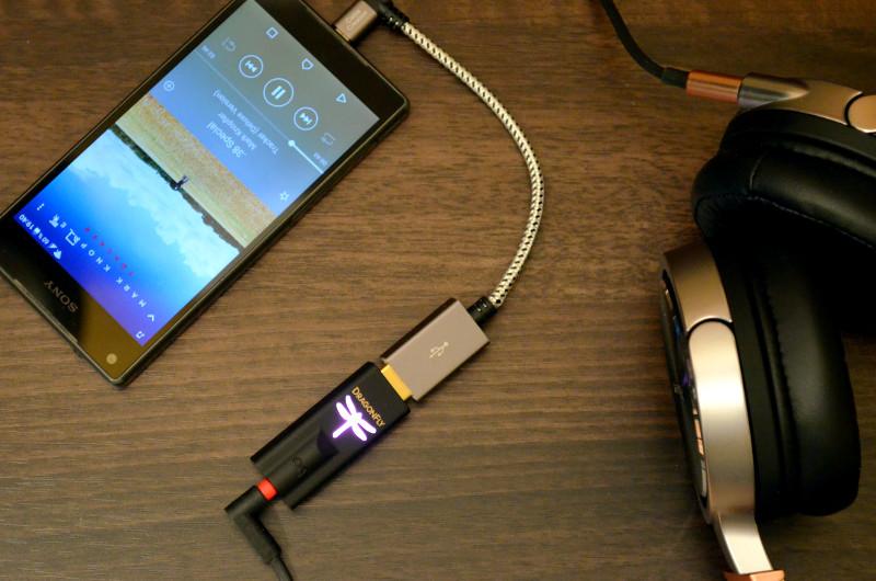 Der DragonFly Black ist kaum größer als ein USB-Stick, vereint aber D/A-Wandler, Vorverstärker und Kopfhörerverstärker - für perfekten Klang zuhause und unterwegs.