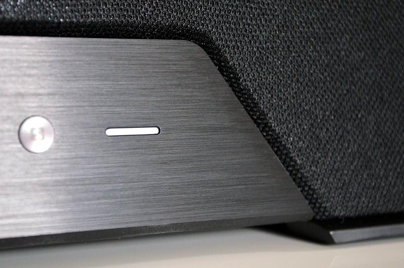 Wie so viele Teufel-Lautsprecher präsentiert auch der One M einen sehr gelungenen Materialmix.
