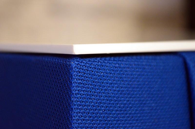 Das Dispersionsgewebe der Sound de Couleur sorgt für eine gleichmäßige Klangverteilung.