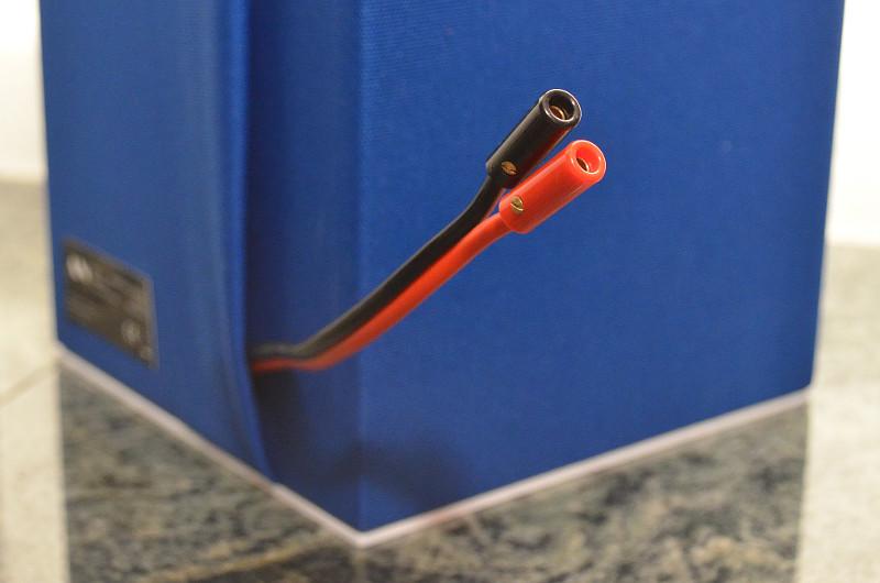 Der Anschluss der Sound de Couleur ist dank des Kabels für Banananenstecker äußerst bequem.