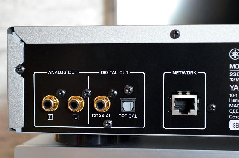 Den Anschluss an einen geeigneten Verstärker ermöglicht der NP-S303 auf gleich drei verschiedenen Wegen.