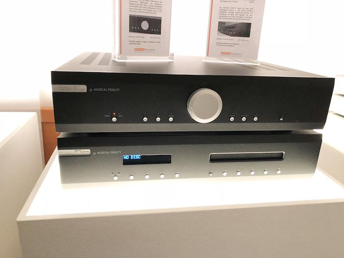 """Musical Fidelity bietet aber auch durchaus stattliche HiFi-Qualität für den kleineren geldbeutel: M3si (um 1300 Euro) und M3sCD (um 1300 Euro) heisst die kleinere Kombi, """"das Tor in die audiophile Klasse"""" darstellt."""