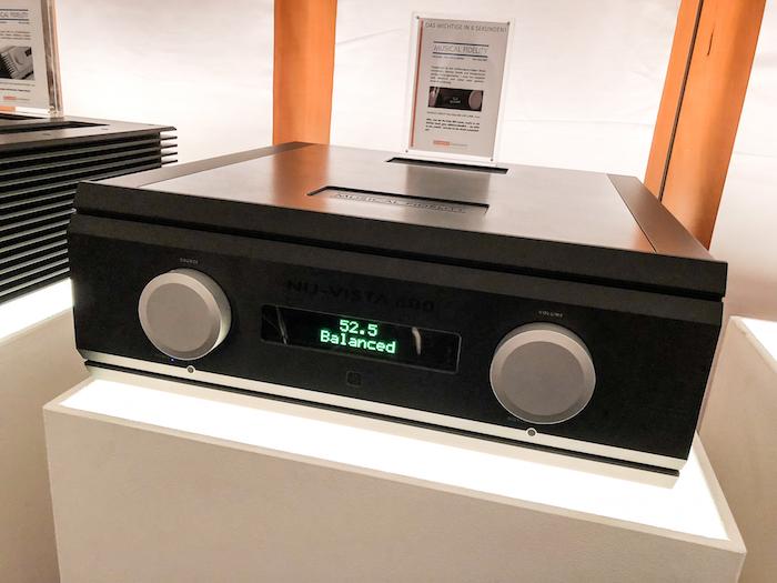 Ebenfalls in Hamburg zu sehen: der Musical Fidelity Nu-Vista 600. Ebenso aufwändig gefertigt liefert dieser vorbildlich verarbeitete und beeeindruckend massive Vollverstärker immerhin 200 Watt pro Kanel. Preis: um 6500 Euro.