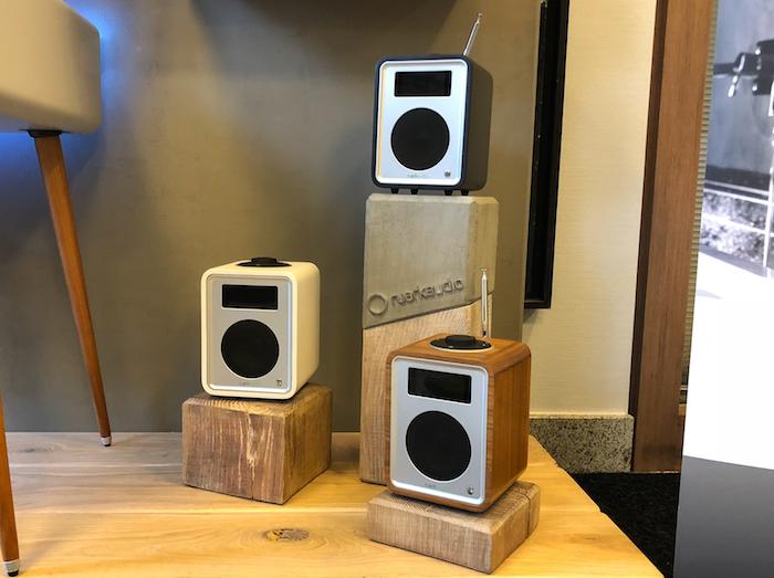 Für uns besonders spannend: das toll designete Deluxe Bluetooth-Radio R1 Mk3 dessen Ur-Version Ruark bereits vor über 30 Jahren vorstellte. Preis: um 300 Euro.