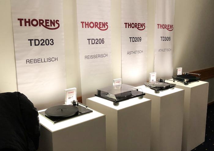 Thorens hatte aber noch ein paar weitere Plattendreher-Modelle in der Ausstellung: