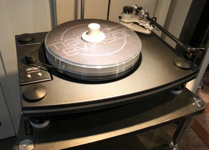 Eine weitere Quelle bietet Mark Levinson mit seinem in den USA in Handarbeit produzierten Plattenspieler No.515.