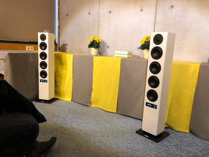 Eine beeindruckende Sound-Performance lieferte Nubert mit seinen optisch aufs Minimum reduzierte aber stattlich ausgestatteten Aktiv-Standbox nuPro A-500 in der 4.Etage.