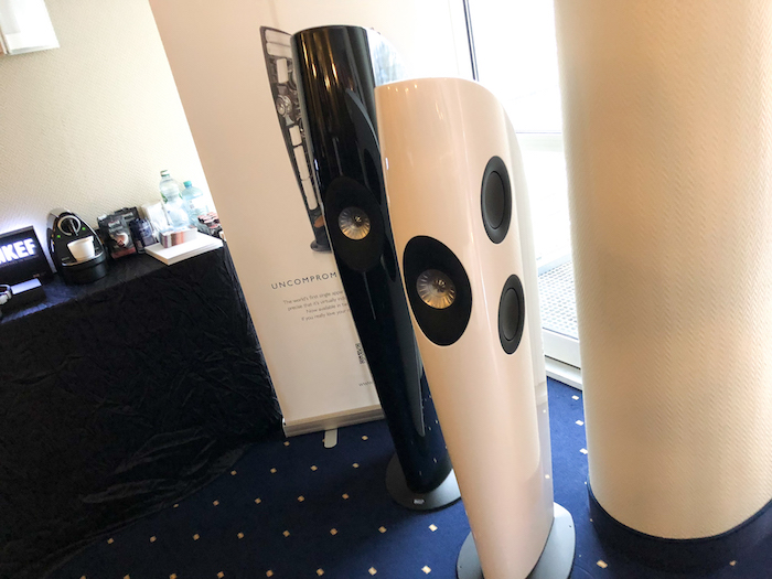 Selbstverständlich war die britische Audio-Marke KEF ebenfalls in Hamburg zugegen. Mit im Portfolio: die beiden Blade-Modelle aus der High-End-Serie.