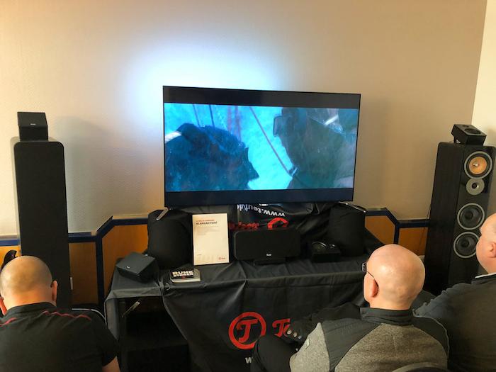 Die einzige Heimkino-Demo inkl. Dolby Atmos gab es bei Teufel in der 4.Etage zu erleben. Beeindruckend, was man für ein Gesamtbudget von rund 1550 Euro für ein 7.1-Setup klanglich ins Wohnzimmer zaubern kann.