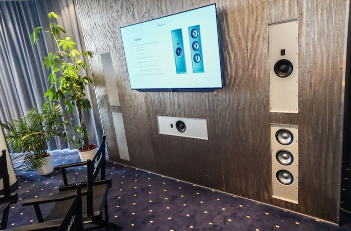 Noble Schallwand: Burmester bietet mittlerweile auch InWall-Lautsprecher. Die Module haben mit nur zehn Zentimetern eine extrem geringe Einbautiefe und wirken durch den rahmenlosen Einbau äußerst edel. Der mit einem ATM-Hochtöner bestückte Satellit/Center (Preis: 2.600 Euro) arbeitet als Zwei-Wege-Lautsprecher, mit dem Woofer-Modul (Paarpreis: 5.600 Euro) ergibt das Burmester InWall ein vollwertiges Drei-Wege-System für des Wohnzimmer, den Konferenzraum oder die Yacht.
