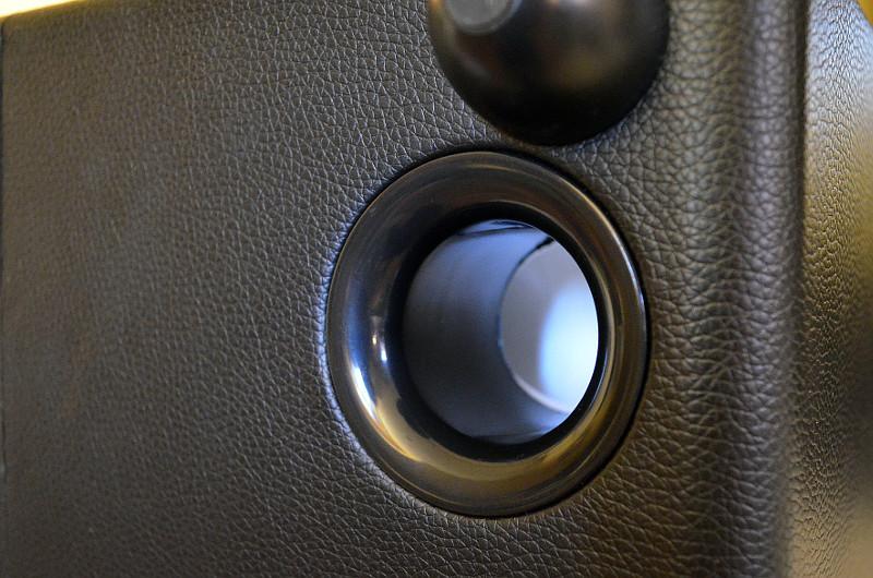 Die Downfire-Bassreflexöffnungen sorgen für die Extraportion Punch im Tieftonbereich.